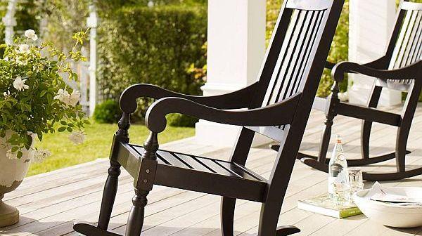 κουνιστές πολυθρόνες για το σαλόνι και τον κήπο