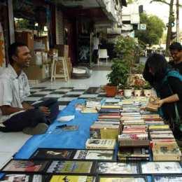 BookselleronStreet