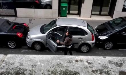 Žena a parkování