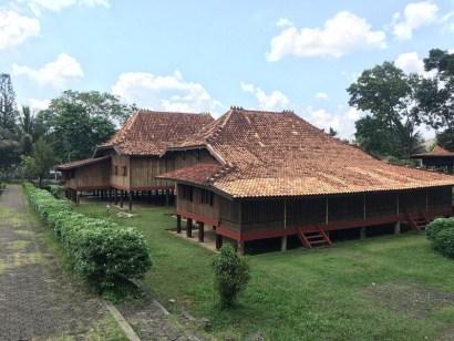 rumah adat sumatera selatan kingking