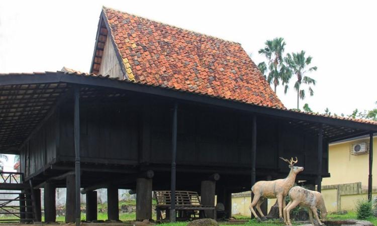 rumah tradisional ulu
