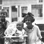 v.l.n.r.: Sohn Karl, Sohn Alexander und Tochter Rosa