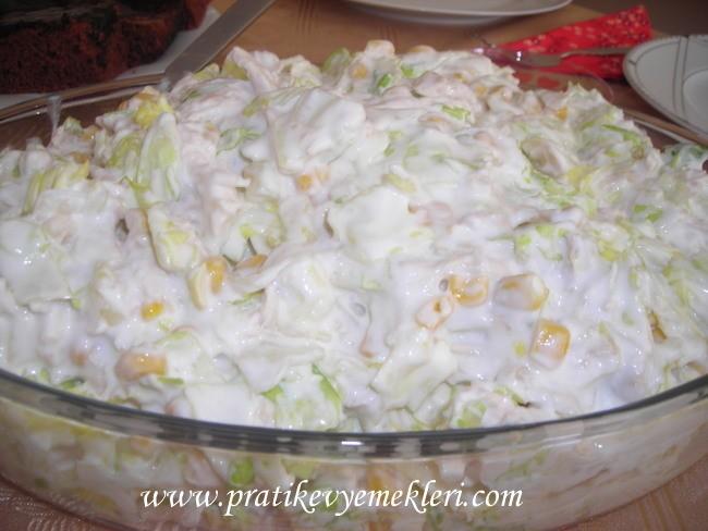 Göbek Marullu Tavuk Salatası