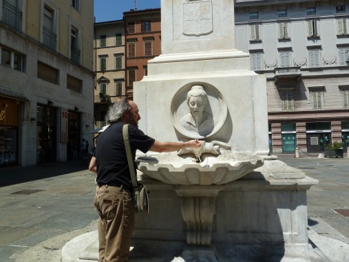 Nicola refreshing himself in the Piazza Garibaldi