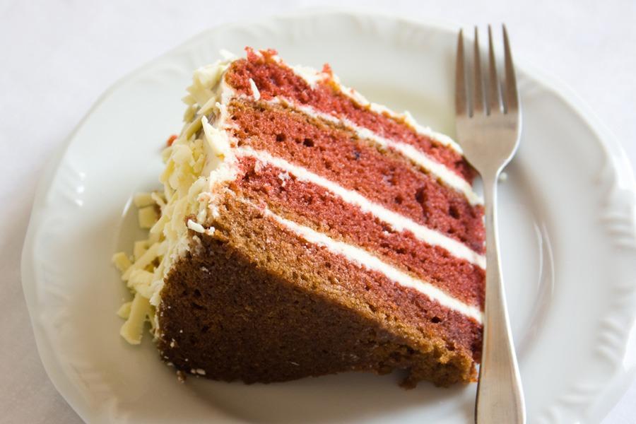 Red Velvet Cake e Chocolate Branco por PratoFundo.com