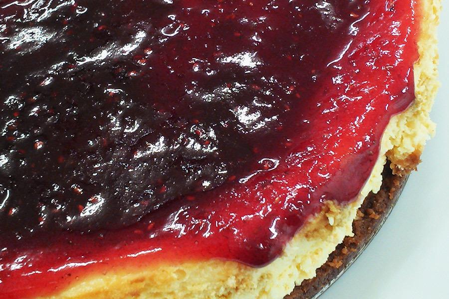 Cheesecake New York com Frutas Vermelhas por PratoFundo.com
