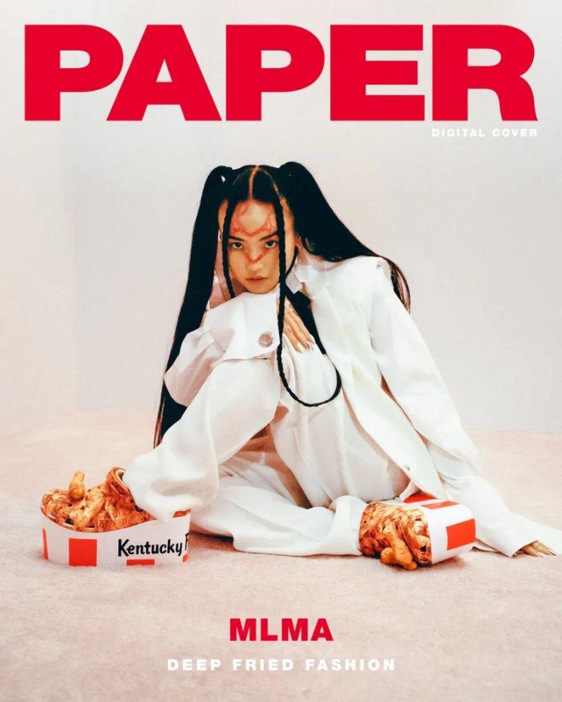 Criadora M na capa da revista Paper