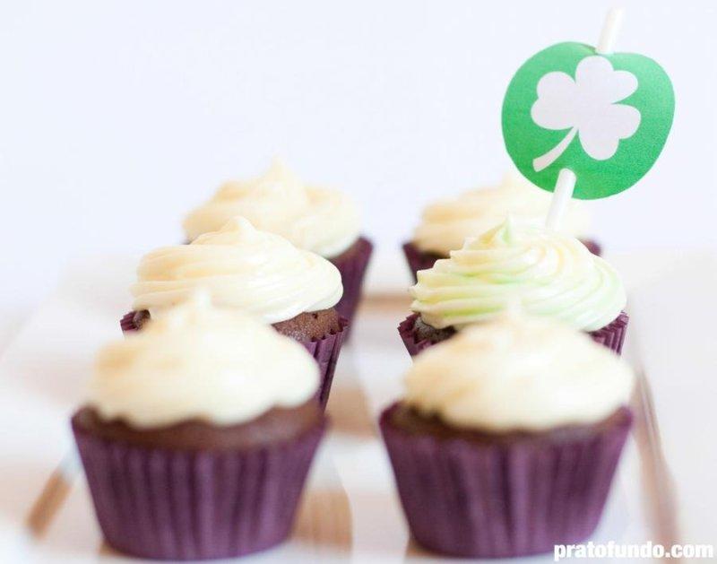 Cupcake de Chocolate, Cream Cheese e Menta por PratoFundo.com