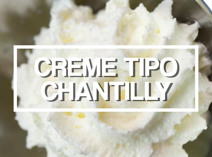 Chantilly dentro de uma tigela em destaque
