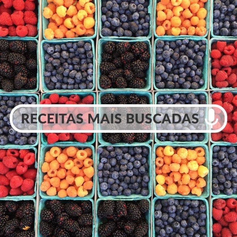 Caixas pequenas com frutas vermelhas