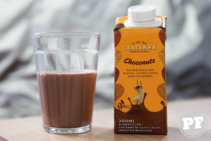 Choconuts A Tal Castanha na embalagem e no copo, líquido chocolate