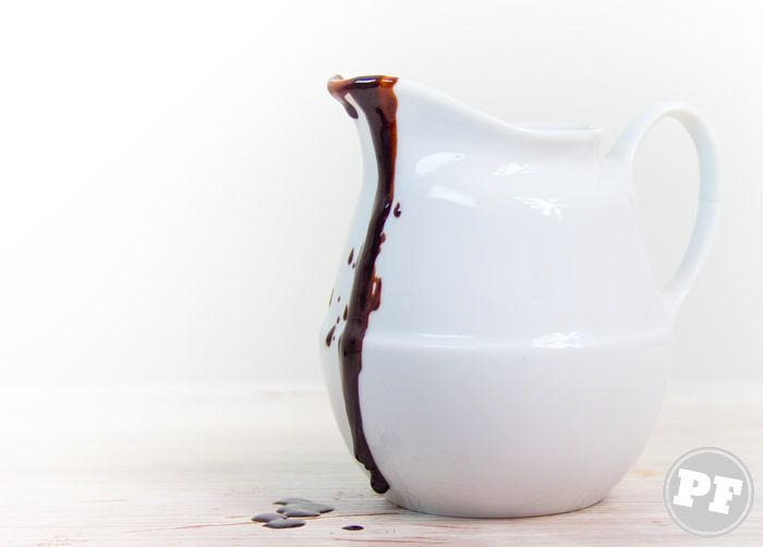Ovo Mágico com Calda de Chocolate Quente por PratoFundo.com
