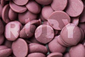 Gotas do Chocolate Ruby RB1 com Ruby escrito em cima