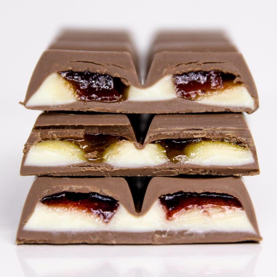 Chocolate Nestlé Mio em corte visto de perto com o recheio amostra