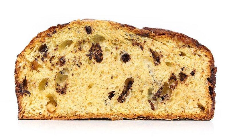 Panettone Lindt Laranja Siciliana e Gotas de Chocolate Amargo cortado ao meio