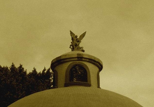 En esa época, la esquina de la calle Cuauhtémoc y 20 de enero, en pleno corazón de la ciudad, fue donde se desató la leyenda urbana más famosa de León.