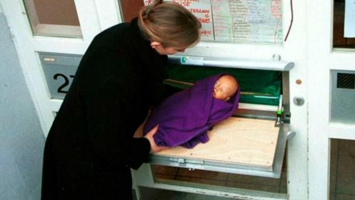 Corvia Mathilde Pelsers, Estados Unidos, Bruselas, abandono de bebés, Bélgica, bebés, buzones para abandonar bebés, Organización No Gubernamental de Bélgica, Tabú
