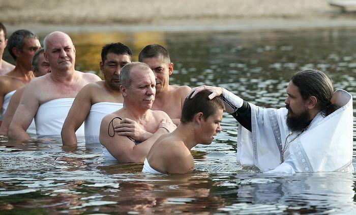 Крещение в Волге. Фото: Александр Курочкин