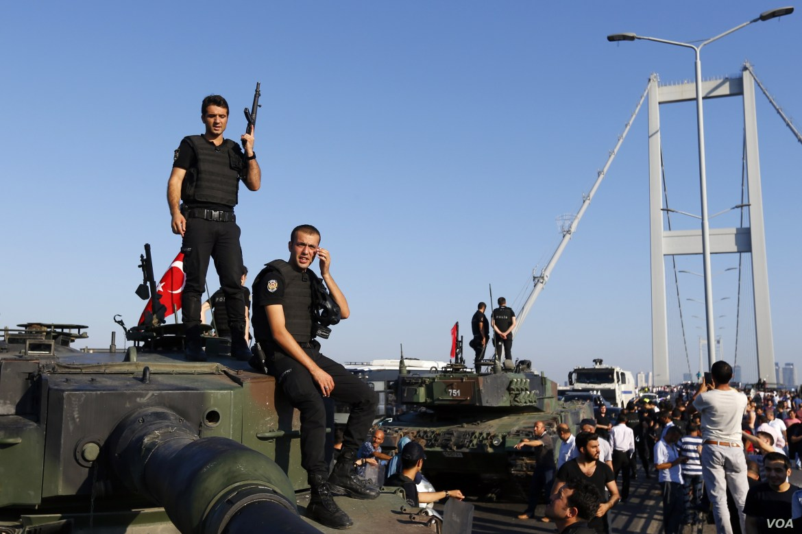 Policemen stand atop military armored vehicles after troops involved in the coup surrendered on the Bosphorus Bridge in Istanbul, Turkey July 16, 2016.   REUTERS/Murad Sezer