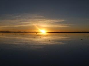 Dawn_Salar_de_Uyuni_tour_Bolivia.JPG