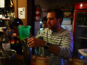 Making_Singani_sours__Olivers_pub_La_Paz_Bolivia.JPG