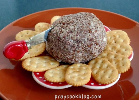 Holiday Cheeseball With Crackers