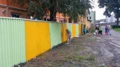 The finished fence (Roma School in Kezmarok)