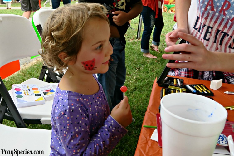 ladybug-admiring-her-tiger-face-painting