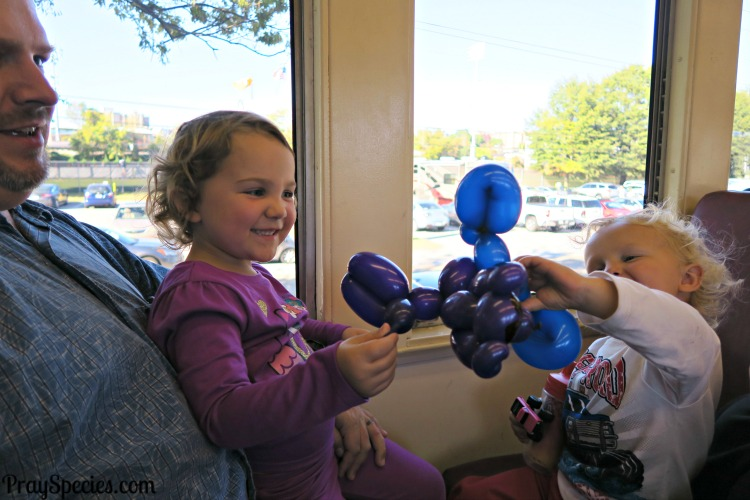 balloon-animals-on-the-train-ride