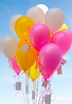 Желания крепятся к воздушным шарам