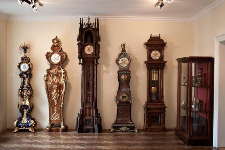 напольные часы с боем