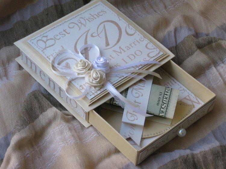 коробока с деньгами