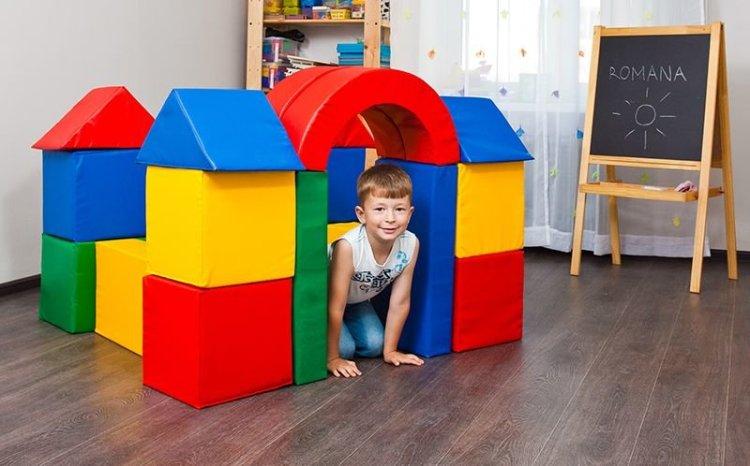домик из больших кубиков
