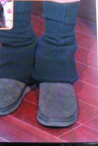 ムートンブーツのトレンドな履き方