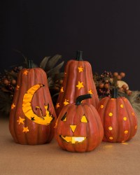 The Magic of Halloween Lights - PRE-TEND Be curious - Travel