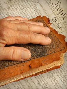 hand_on_bible___constitution