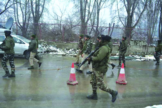 3 civilians injured in Kulgam grenade blast