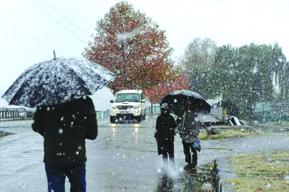 Kashmir receives fresh snowfall, rains