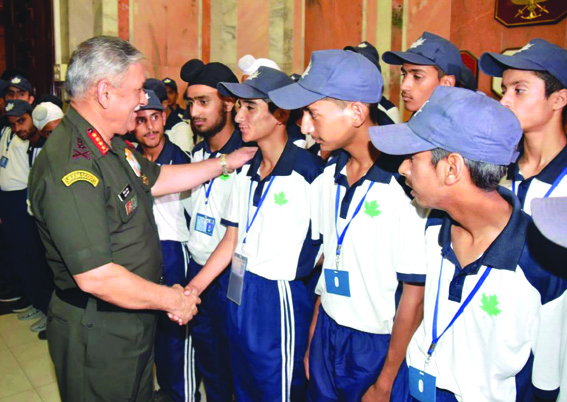 Army chief asks Kashmiri students to help create peaceful atmosphere