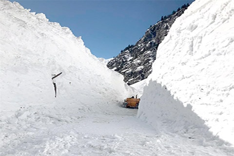 Snow clearance operation starts on Srinagar-Leh road, Kashmir highway through