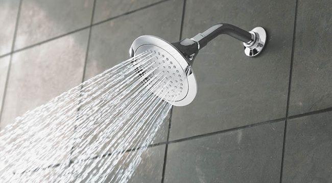 沈黙はぬるいシャワー?冷たい滝?