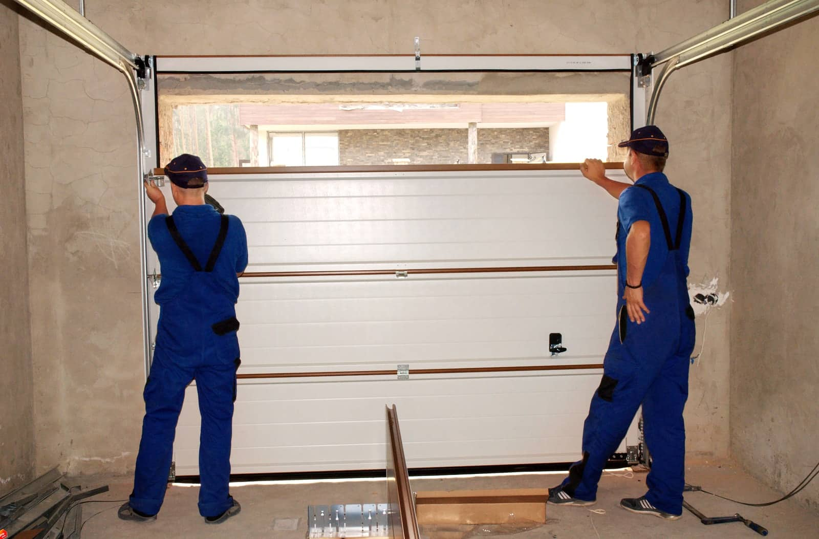 How Much Does a Garage Door Repair Typically Cost