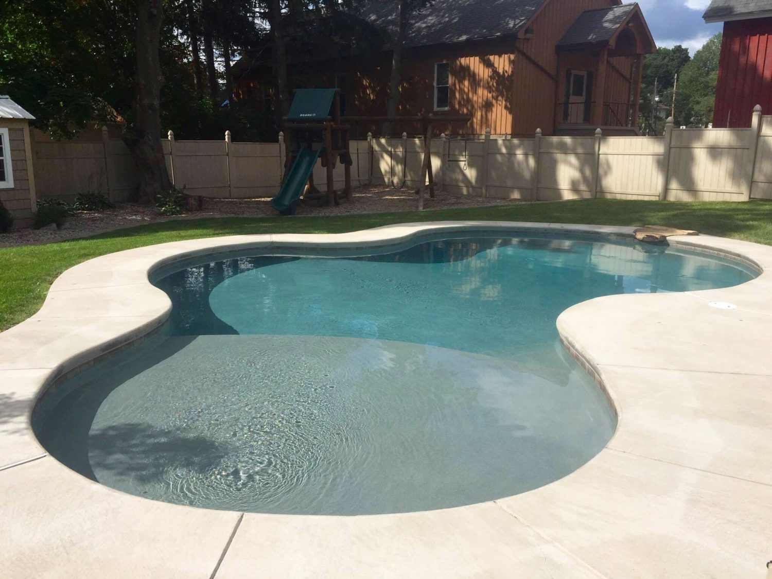 Plunge Pool With Tanning Ledge