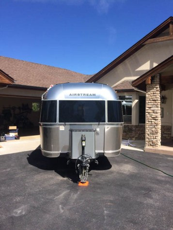 Airstream Solar 600 Watts, 400 AH Li batt, hybrid inverter, battery monitor, 30 amp sub panel