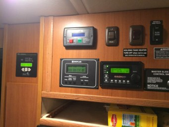 Class C winnebago View 500 watts, 2000 watt inverter, 300 AH under step, 30 amp sub panel