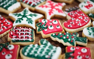 fizzing christmas cookie cutters, acid base reaction, science experiment