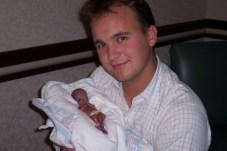http://www.preemiebabies101.com/wp-content/uploads/2010/12/100_1049-325x216.jpg