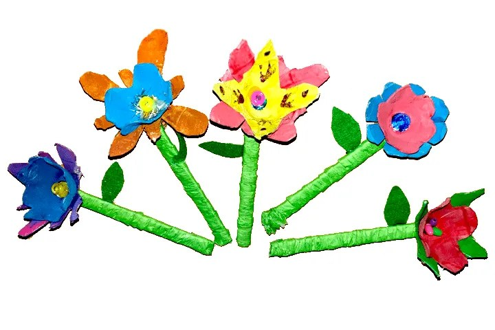 Easy egg carton craft for kids. Assemble the flowers by gluing them all together.