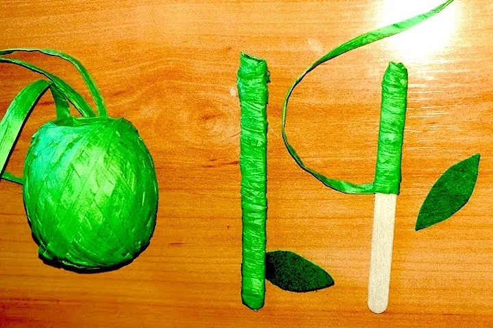 Easy egg carton flower craft for kids. step 4. Decorate the stem and add the leaf.