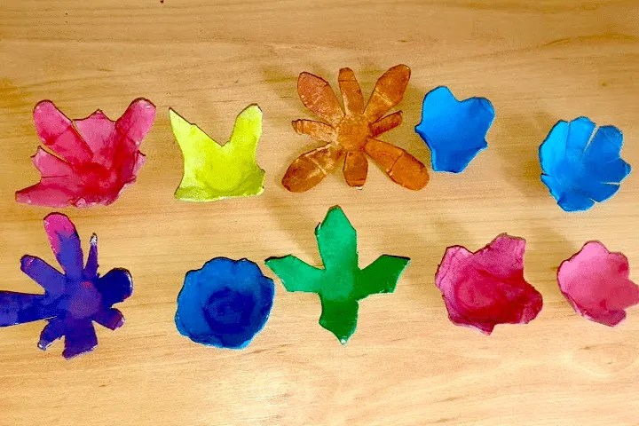 Easy egg carton craft flower for kids, paint each individual pattern and wait for them to dry.